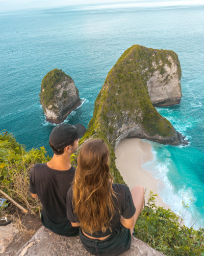 View over the Dinosaur Head at the Kelingking Beach cliff in Nusa Penida, Bali, Indonesia