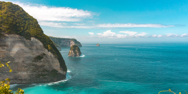 View from Kelingking Beach cliff in Nusa Penida, Bali, Indonesia