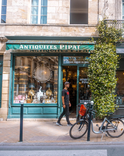 Antique shop in the Chartrons District in Bordeaux, France